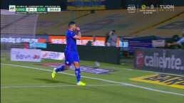 ¡Saca un bazucazo! Juan Escobar, con desvío, le hace el 0-1 a Tigres