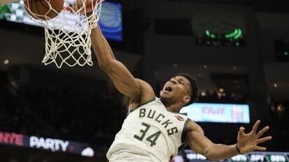 Milwaukee Bucks, a pesar de romper la racha de 18 victorias consecutivas, obtuvieron una importante victoria ante Los Angeles Lakers y una vez más Antetokounmpo mostró por qué es el MVP de la liga. Su récord es de 27-4.