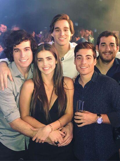 El actor Danilo Carrera estuvo como invitado en el programa 'Minuto Para Ganar VIP' en el que habló sobre la importancia que tiene en su vida tener una gran convivencia con sus hermanos Leopoldo, Xavier, Felipe y Juan. A continuación, te compartimos quiénes son: