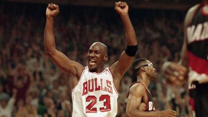 Este documental es una pieza brillante, pues se enfoca en la historia de Michael Jordan y de cómo su llegada a Chicago lo cambió todo.