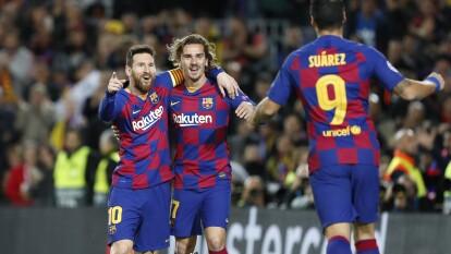 Griezmann por fin lo logra y anota junto con Messi y Suárez. El conjunto culé se impone tres goles a uno ante el Dortmund de Alemania y con ello logra su calificación a octavos de final de la Champions League.