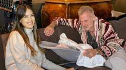Sharon Fonseca capta en adorable momento a Gianluca y a su bebita paseando en su carriola