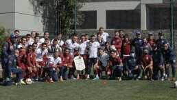 'Cabecita' Rodríguez recibe reconocimiento con Cruz Azul