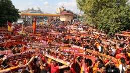 Como un héroe: Miles de personas esperan a Falcao en Turquía