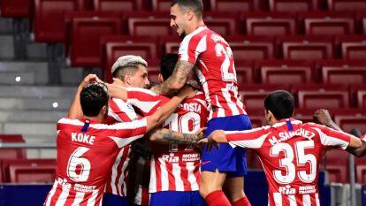 Con un gol en la recta final del partido, el Atlético consigue los tres puntos y empata al Sevilla en puntos.