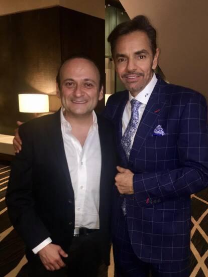 Eugenio Derbez se convirtió en su primer jefe. Lalo participó en sketches de 'Al derecho y al derbez' en el año de 1994.<br />