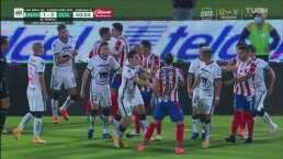 ¡Hay bronca! Pumas y Chivas tienen un altercado en C.U.