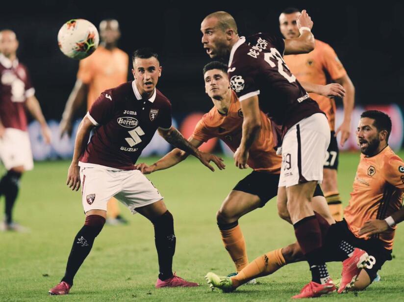 El Torino lucha por el balón .jpeg