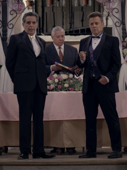 """En """"Quererlo Todo"""" una nueva boda se suscitó en el pueblo de 'El Rosario'. 'Artemio' y 'Luisa' estaban listos para unir sus vidas. El novio esperaba impacientemente a la novia."""