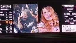 Lupillo Rivera y Belinda en la 'kiss cam': El cantante vivió incómodo momento en estadio de futbol
