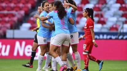Con goles de Desiree Monsiváis, Rayadas venció, no sin sufrir al final 1-2 a las Diablitas del Toluca, en la Bombonera, Karla Saavedra descontó para las locales.