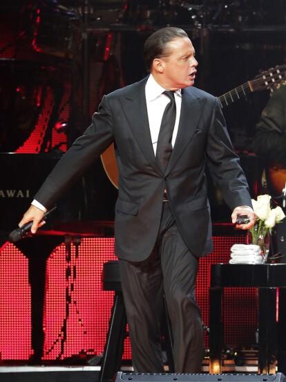 Durante una de sus presentaciones en el Auditorio Nacional, Luis Miguel lució su nuevo look (FOTO: The Grosby Group)