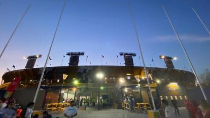 Asi llegan los aficionados al Estadio Universitario para el duelo de felinos en esta Jornada 8 de la Liga MX.