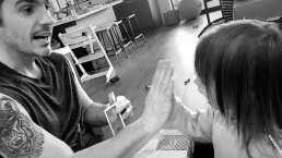 Aislinn Derbez y Mauricio Ochmann juegan lotería con su hija Kailani