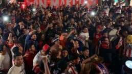'Palomazo' de jugadores de Chivas con sus aficionados