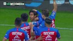 ¡Macías le rompe la cadera a un rival y se estrena (2-0) en Chivas!