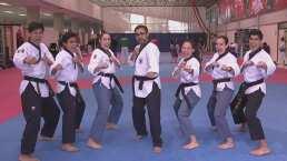 El 'Furby' aceptó el reto de practicar Taekwondo Poomsae con la Selección Mexicana
