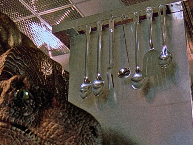 11. El equipo de animadores construyó trajes de Velociraptores y se metieron en ellos.