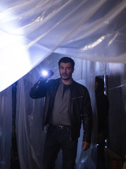 """En los primeros minutos del <b>                             <a class=""""Link"""" href=""""https://www.lasestrellas.tv/telenovelas/imperio-de-mentiras/capitulo/c1-doble-homicidio"""" target=""""_blank"""">""""Capítulo 1: Doble homicidio"""",</a>            </b>  de 'Imperio de Mentiras', vemos a 'Leonardo Velasco' (Andrés Palacios), un policía de la Guardia Nacional, investigando el secuestro de unos menores de edad."""